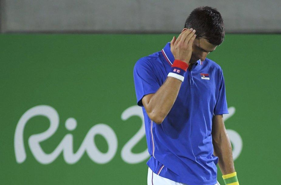 Novakas Džokovičius Rio olimpiados pirmame etape nusileido Juanui Martinui del Potro