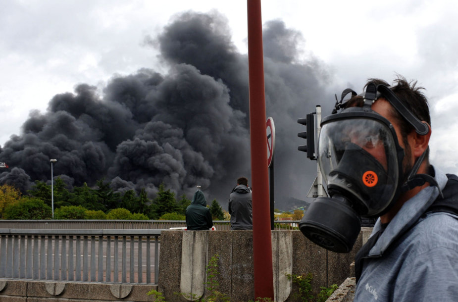 Gaisras chemijos įmonėje Šiaurės Prancūzijoje užgesintas