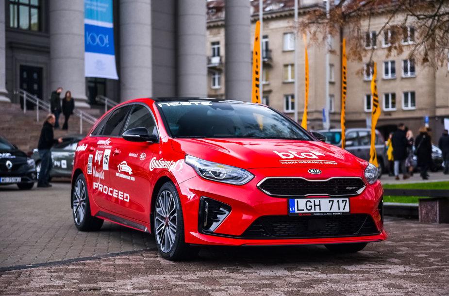 """KIA ProCeed, konkurso """"Metų automobilis 2020"""" dalyviai prie Martyno Mažvydo bibliotekos"""