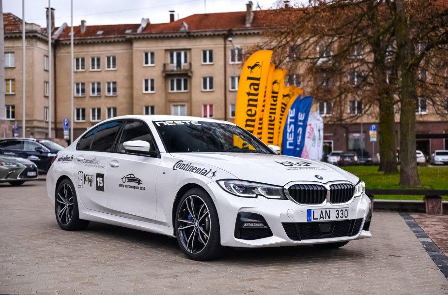 """BMW 330i – konkurso """"Metų automobilis 2020"""" dalyvis"""