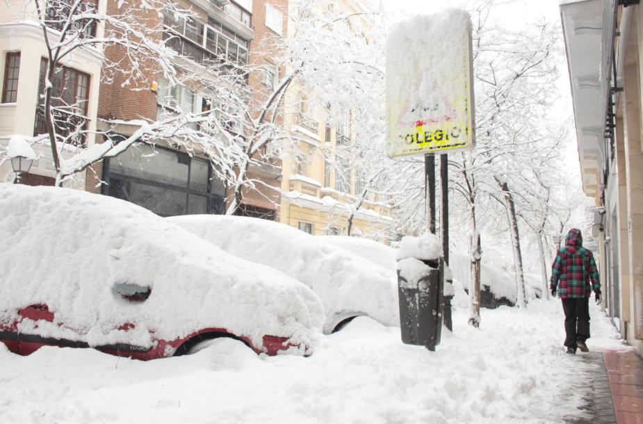 Apsnigtas įėjimas į mokyklą Madride