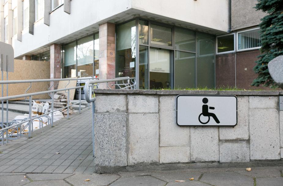 Vytauto Didžiojo universitetas pritaikytas judėjimo negalią turintiems studentams
