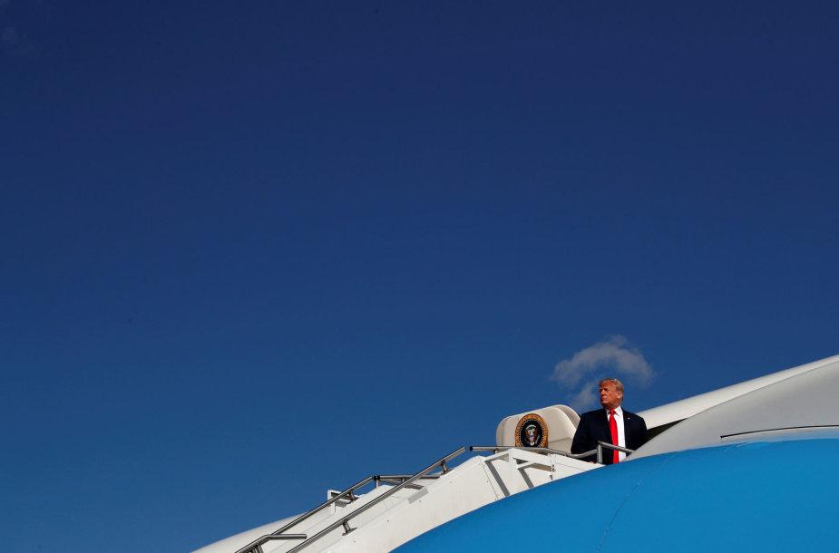 Naujasis Džersis, 2018 rugpjūčio 4 d. JAV prezidentas Donaldas Trumpas lipa į  lėktuvą, ketindamas vykti į Ohajo valstiją