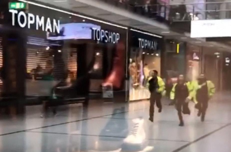 Mančesterio prekybos centre subadyti keli žmonės