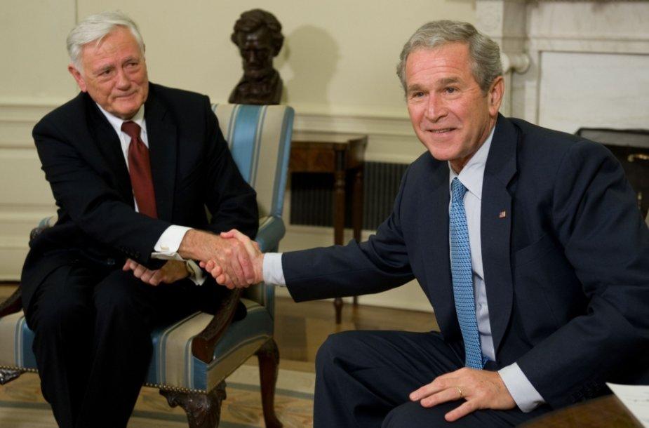 Lietuvos prezidentas Valdas Adamkus ir JAV vadovas George\'as W.Bushas Vilniuje 2002-aisiais