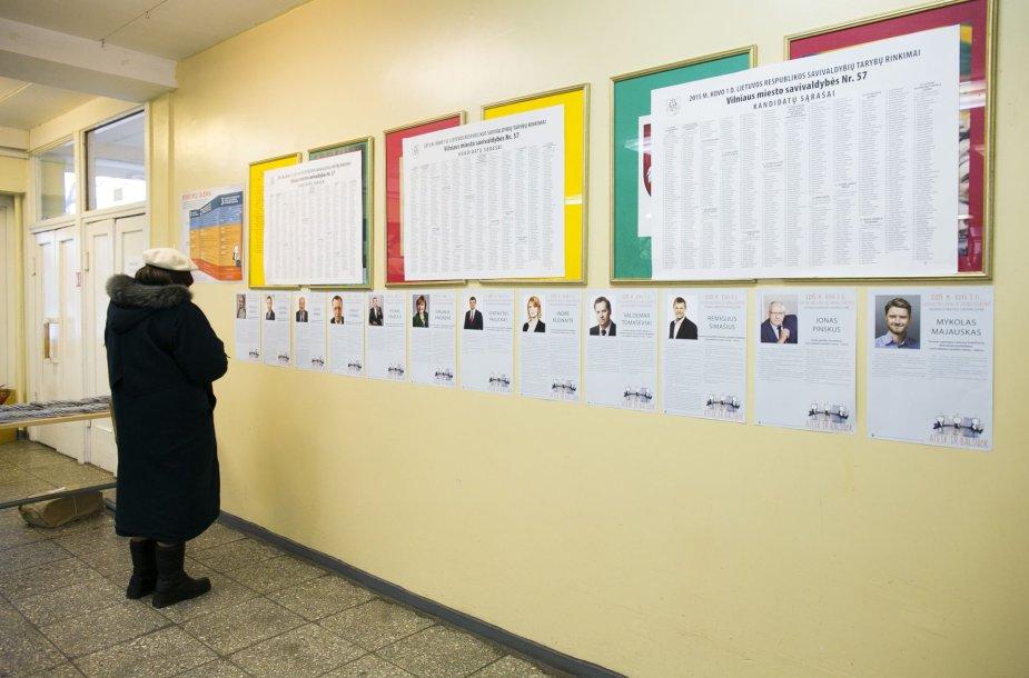 Lietuvoje prasidėjo savivaldų rinkimai – žmonės plūsta į rinkimų apylinkes.