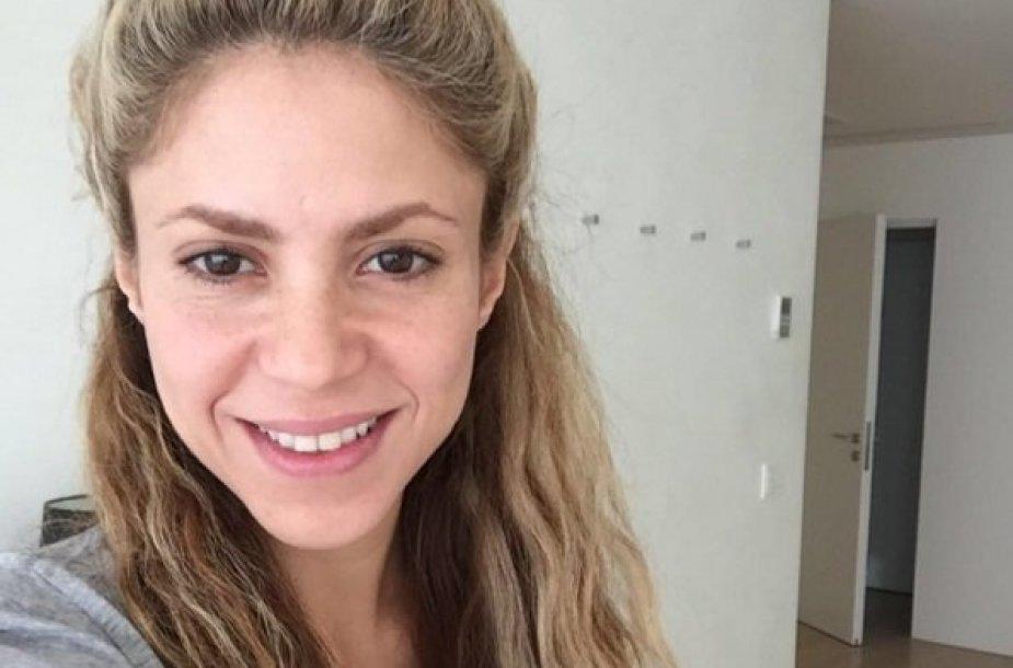 Shakira be makiažo