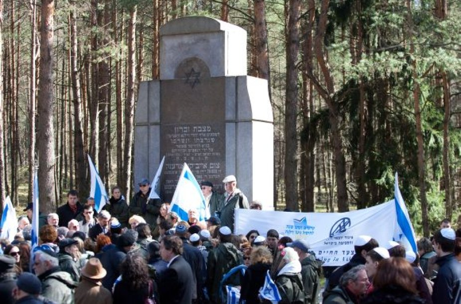 Holokausto aukų pagerbimas Panerių memoriale
