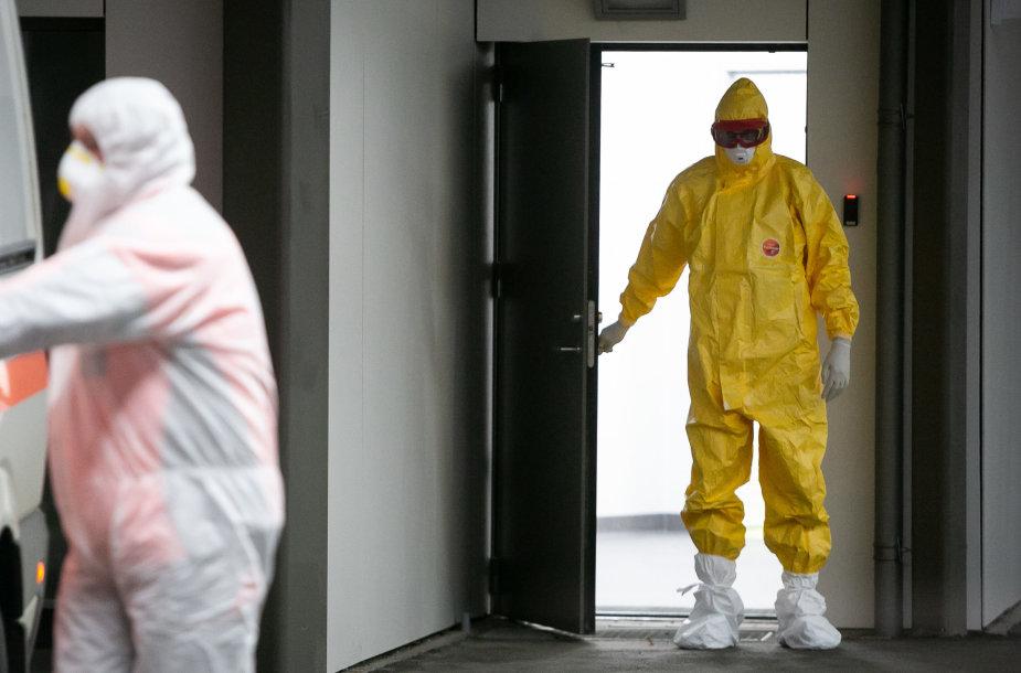 Koronavirusu galimai užsikrėtęs asmuo atvežtas į Santaros klinikų infekcinių ligų kliniką