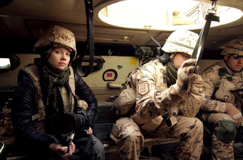 Režisierė Leeni Linna su estų kariais keliauja per Afganistaną