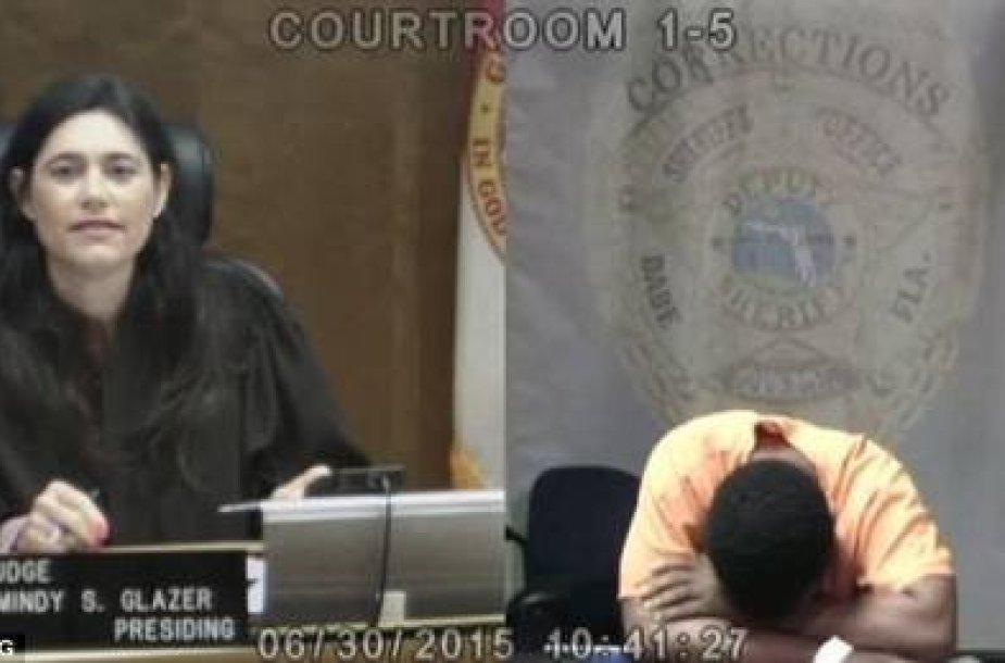 Klasiokams teko susitikti teisme