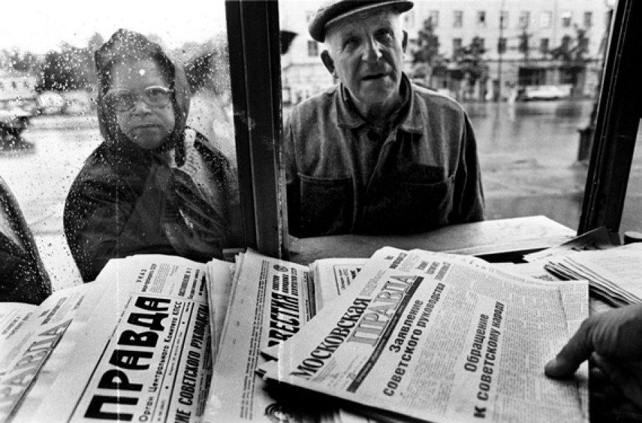 1991 metų rugpjūčio 20-ąją eilė prie spaudos kiosko