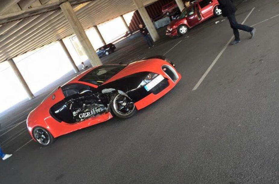 "Sudaužytas ""Bugatti Veyron"" (""Audi A6"")"