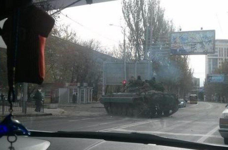 Tankai Donecko gatvėse