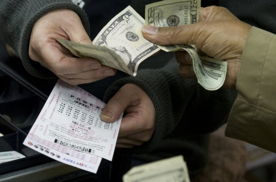 """Perkami """"PowerBall"""" loterijos bilietai"""