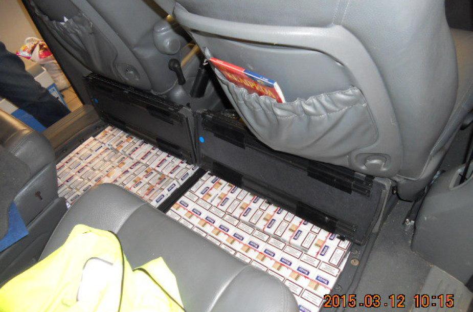 Diplomatinės tarnybos automobilyje rasta kontrabanda