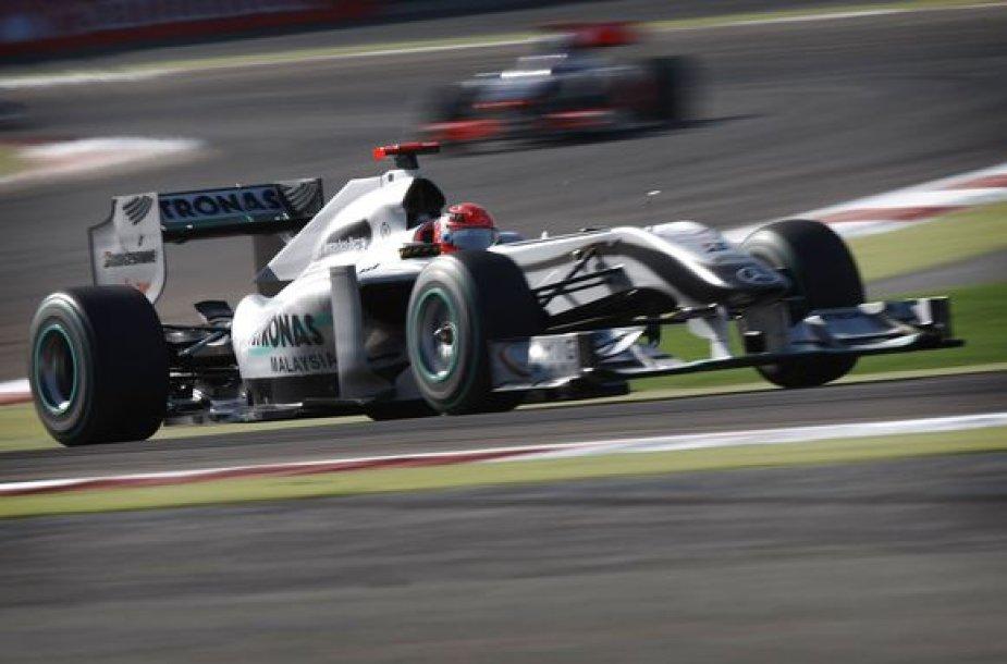 Septyniskart pasaulio čempionas M.Schumacheris pirmosiose lenktynėse po sugrįžimo dominuoti nesugebėjo