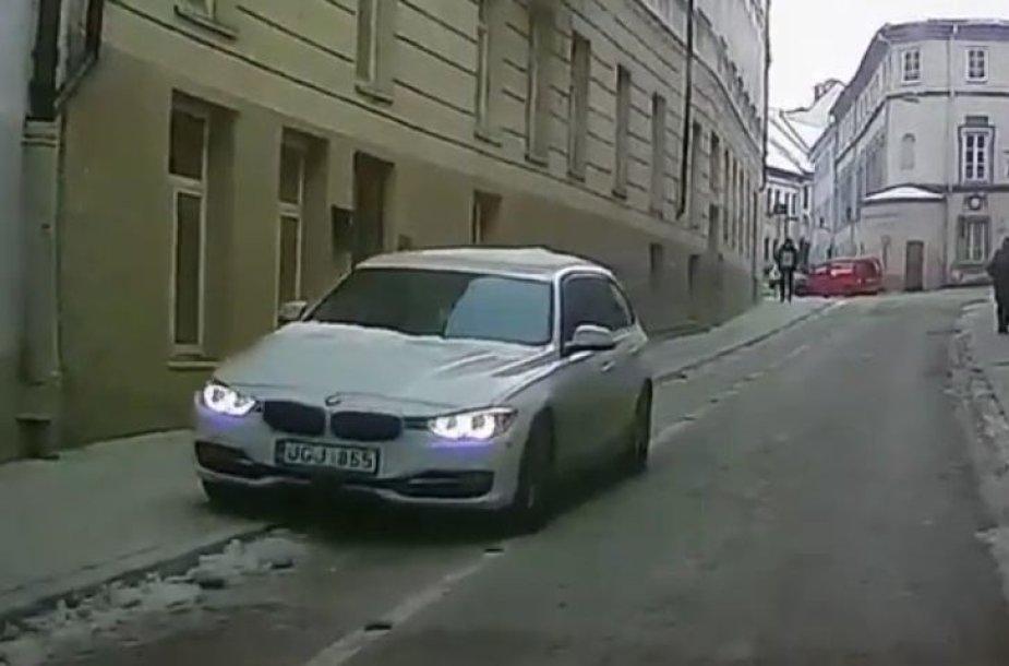 BMW universiteto gatvėje