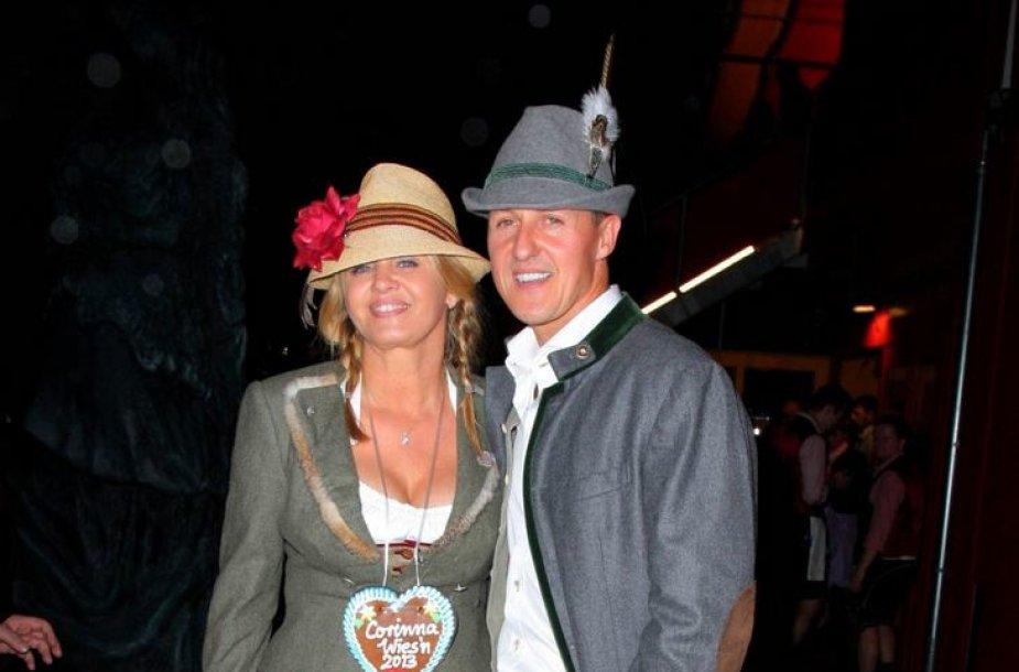 Michaelis Schumacheris su žmona Corinna 2013-ųjų spalį