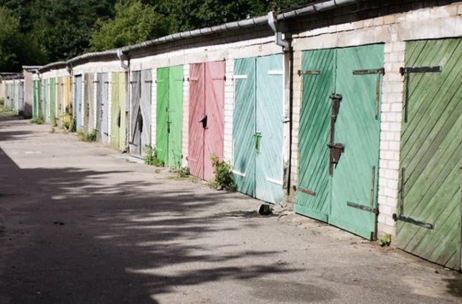 Seni garažai trukdo naujų pastatų statyboms
