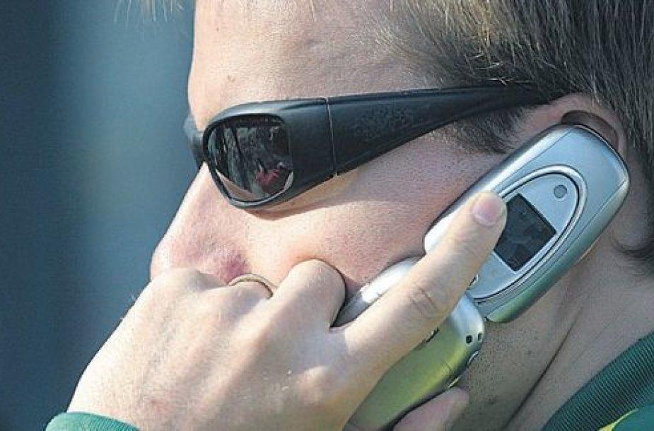 Net per krizę patiklūs lietuviai užkimba ant telefoninių sukčių kabliuko.