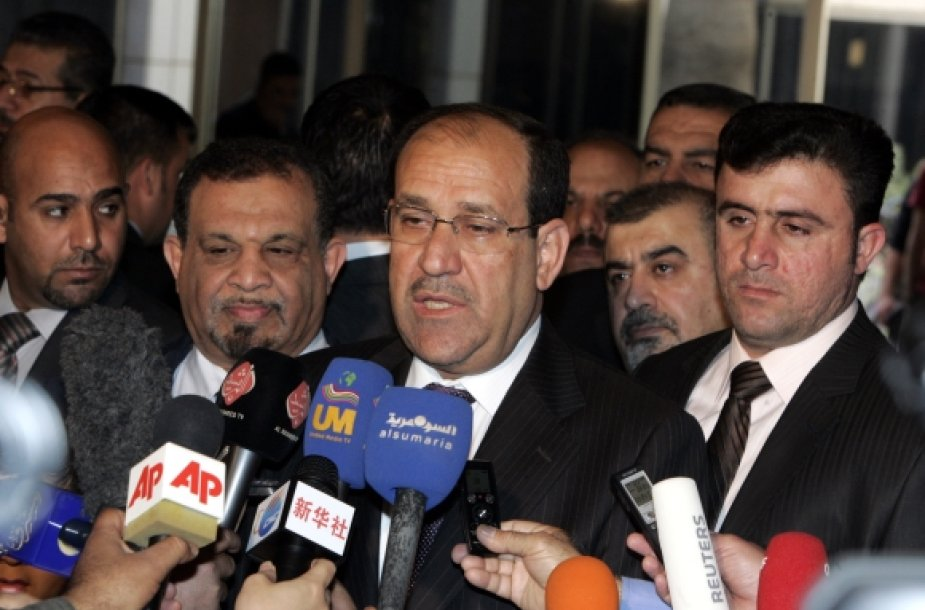 Nuris al Malikis (centre)