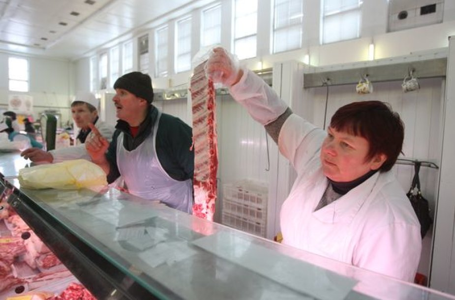 Kalvarijų turguje mėsa prekiaujanti Lionė tikino, kad turgaus prekeivius sunaikins ne konkurencija, o kasos aparatai, kurie bus privalomi nuo gegužės 1-osios.