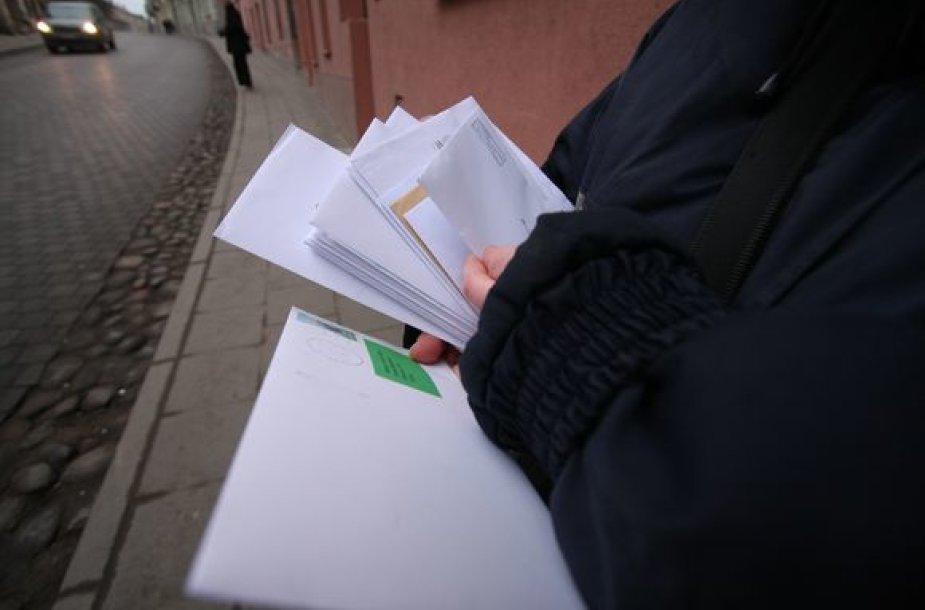 Registruoti laiškai turi atkeliauti tiesiai į namus, o nesant šeimininkui, pašto dėžutėje paliekamas informacinis lapelis.