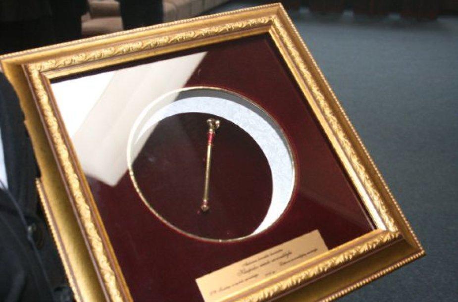 Už šviesiausio miesto nominaciją gauta auksinė krivūlė. 2010 m. spalio 11 d.