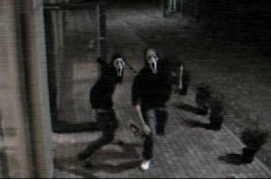 Į kauniečio namus brovėsi kaukėti užpuolikai.