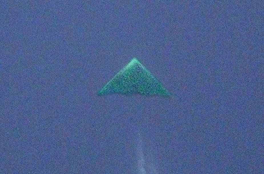 2-ą kartą užfiksuotas mįslingas trikampis ekspertams byloja apie naują nežinomą superslaptą JAV bombonešį