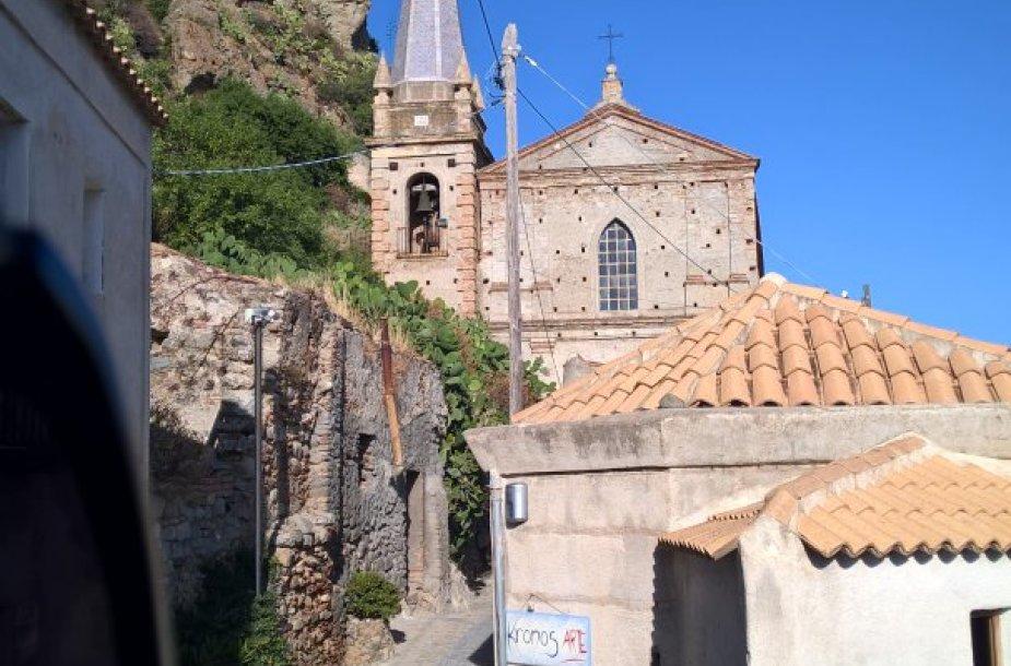 Miestas vaiduoklis Italijoje – Pentedatilas