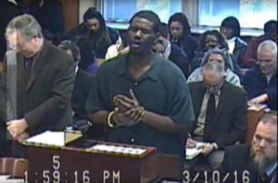 Nusikaltėlis teisme uždainavo dainininkės Adelės įkvėptą atsiprašymą.