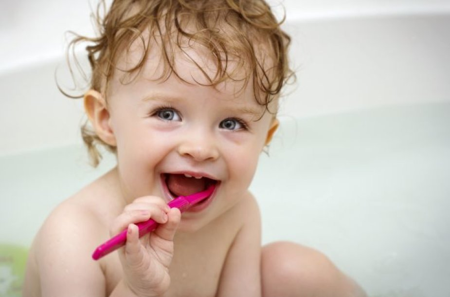 Mažylis valosi dantukus