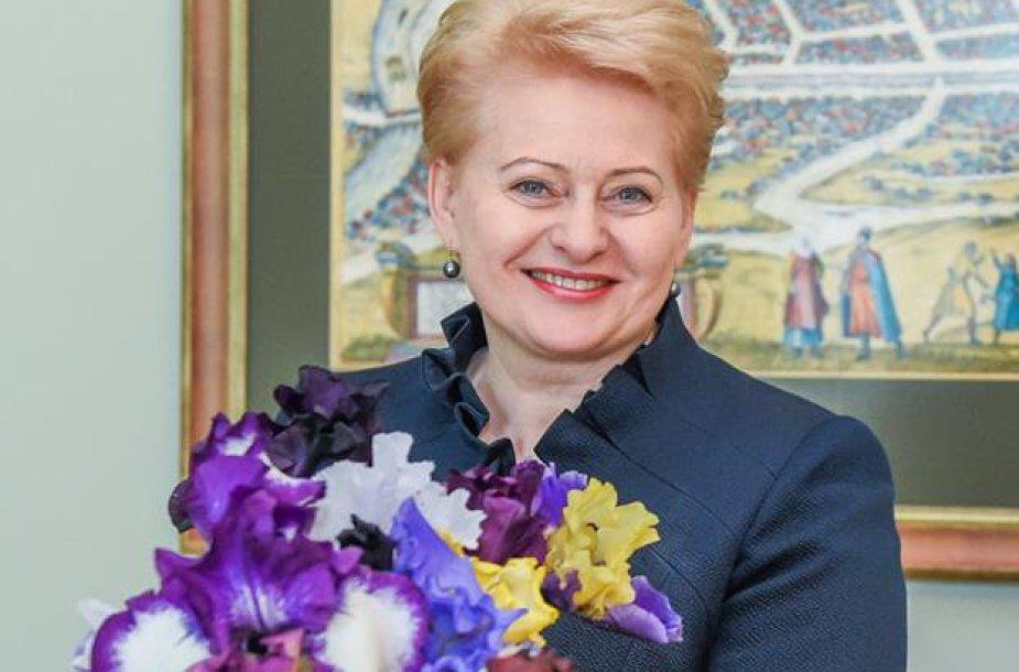 D.Grybauskaitė su Roko dovanota puokšte