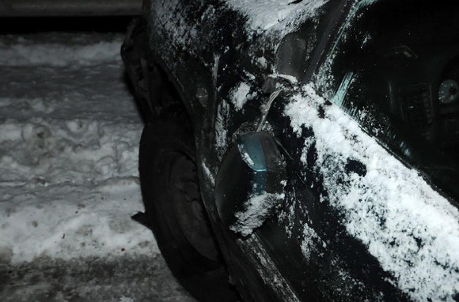 Nulaužtas automobilio veidrodėlis