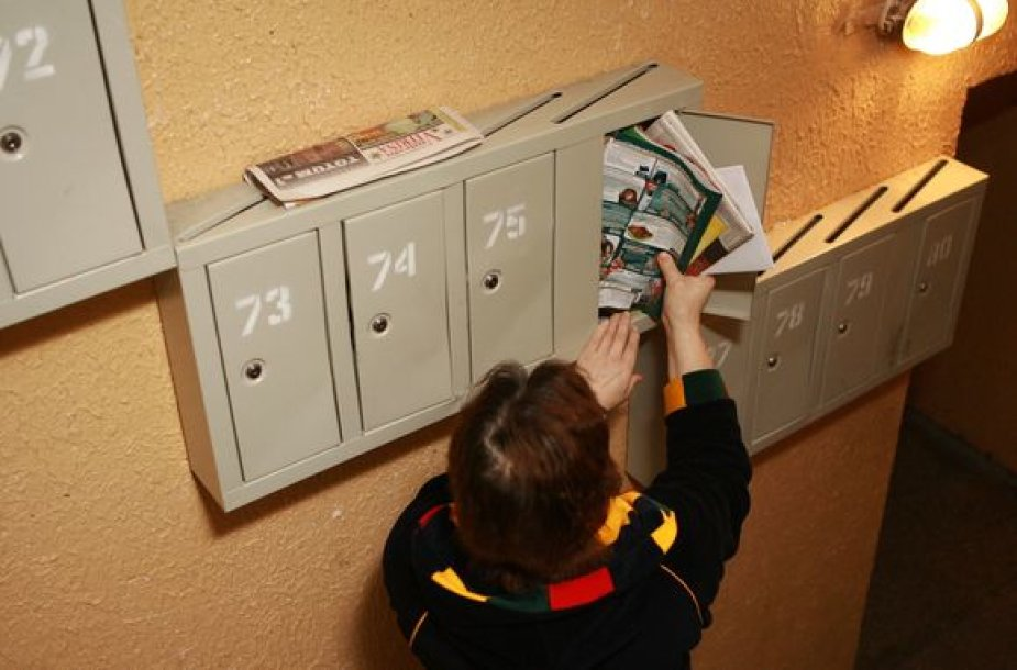 """Bendrovės """"Lietuvos paštas"""" atstovai patikino, kad dabartinė ekonominė situacija smarkiai atsispindi periodinių leidinių prenumeratos kataloge – spaudinių, kuriuos siūloma užsiprenumeruoti, gerokai sumažėjo."""