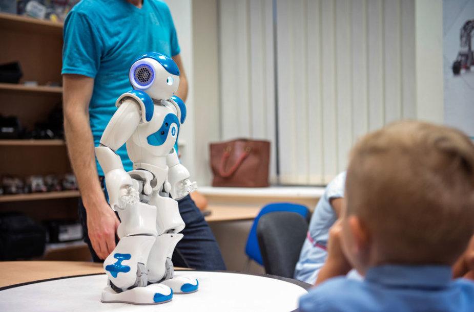 Geriausios disertacijos apdovanojimų ceremoniją ves šis robotas