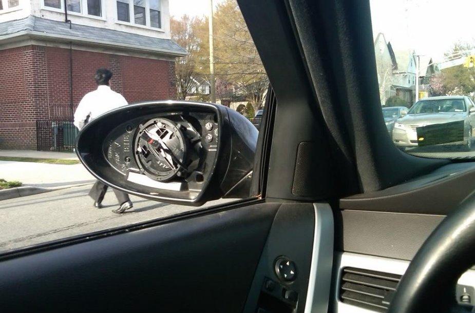 Apvogtas BMW automobilis