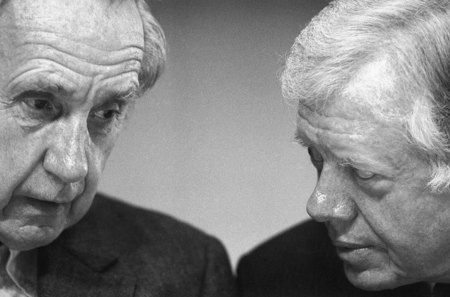 Brianas Urquhartas (kairėje)