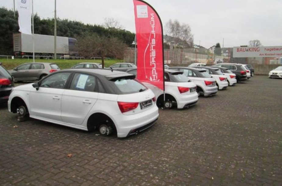"""""""Audi A1"""" be ratų"""