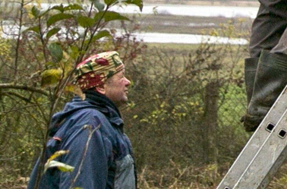 Dėl ligos į darbą neinantį Kęstutį Pūką žurnalistai rado vadovaujantį tėvų sodybos renovavimo darbams