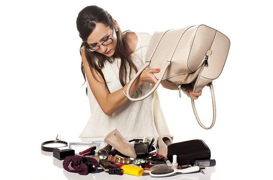 Ką galima rasti moterų rankinėse? Piniginę, lūpdažį, kremą, mobilųjį telefoną...