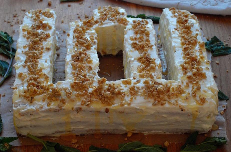 """Medaus tortas """"Mėtų aromate ir gintarų blizgėjime"""""""