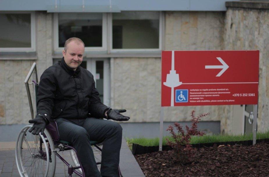 """Mindaugas Jodogalvis, socialinio eksperimento """"Mėnuo neįgaliojo vežimėlyje"""" savanoris"""