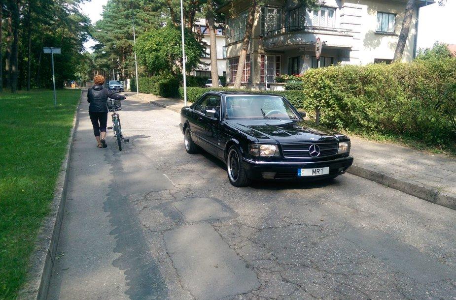 "Skaitytojas Palangoje nufotografavo itin retą ""Mercedes Benz 560 Sec AMG"""