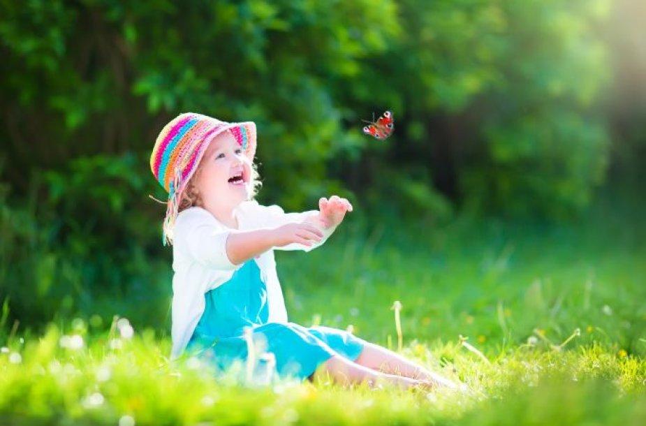 Mergaitė ir drugelis