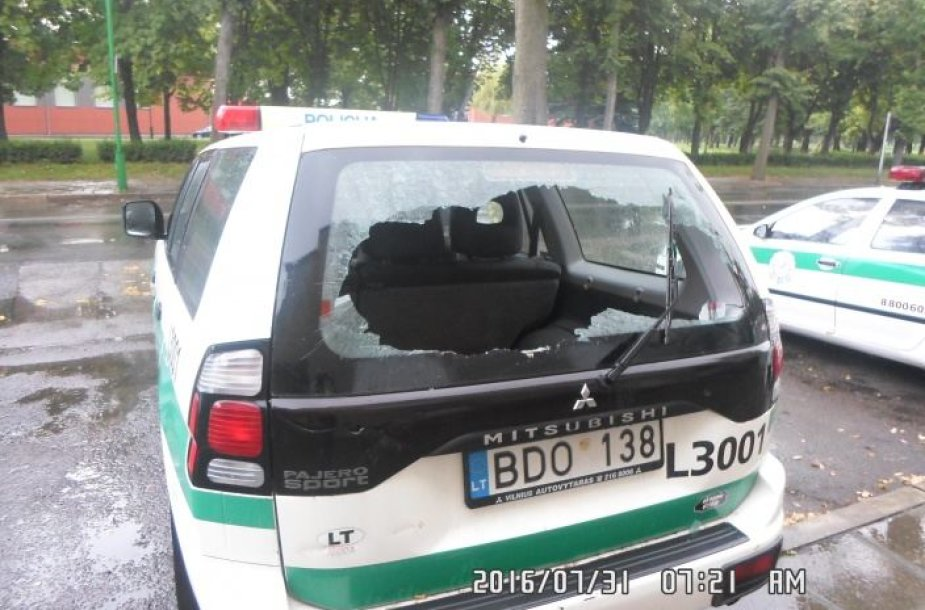 Apdaužytas policijos automobilis