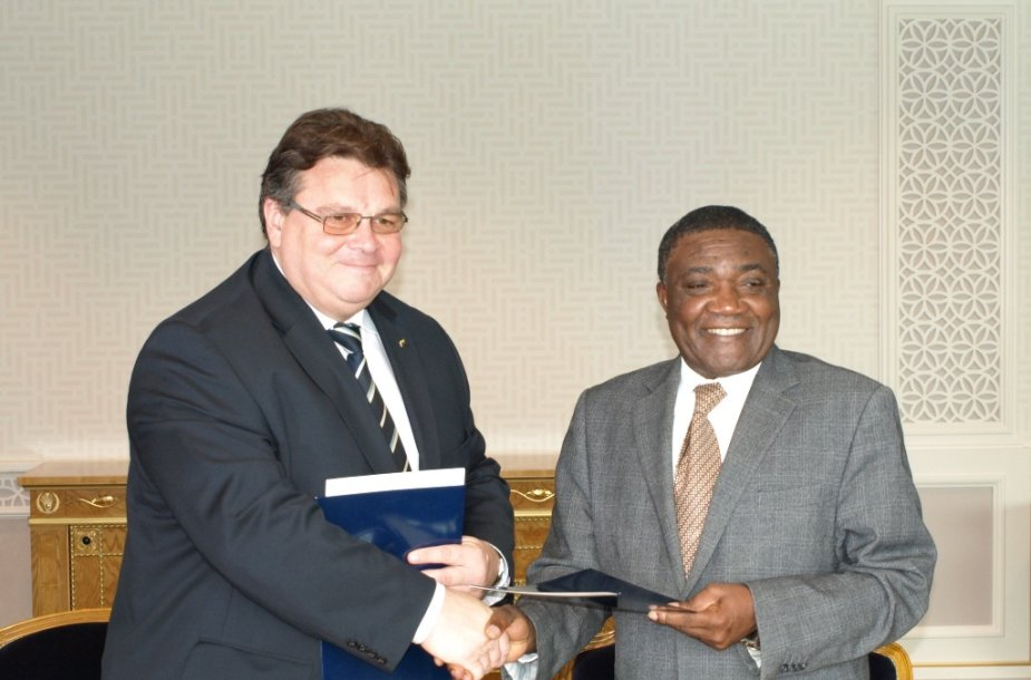 Lietuvos užsienio reikalų ministras Linas Linkevičius ir Kamerūno nuolatinis atstovas Jungtinėse Tautose ambasadorius Tommo Monthe