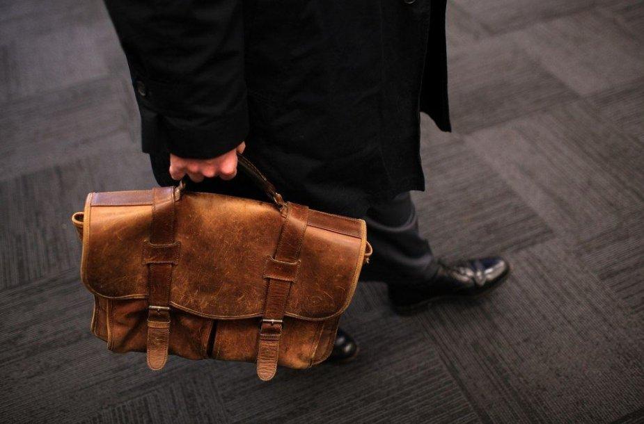 Rudas portfelis ne visiems atrodo gera dovana
